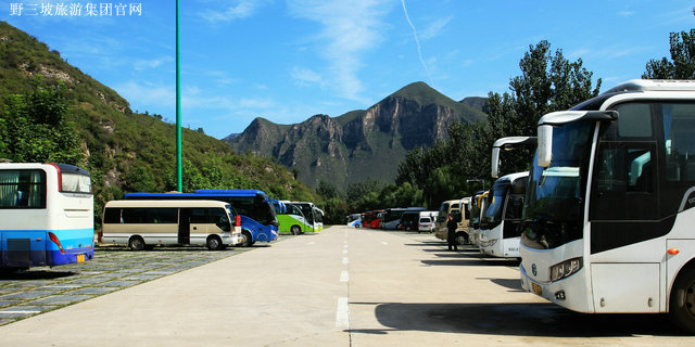 停车场内指示牌_百里峡景区的生态停车场